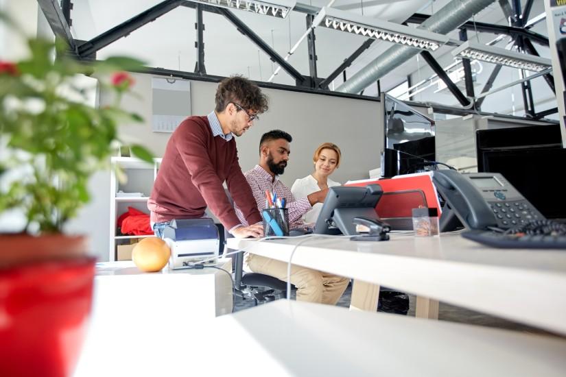 Si estás en un debate entre crear promoción interna o contratar externamente aquí te damos unos tips para que tomes la mejor decisión