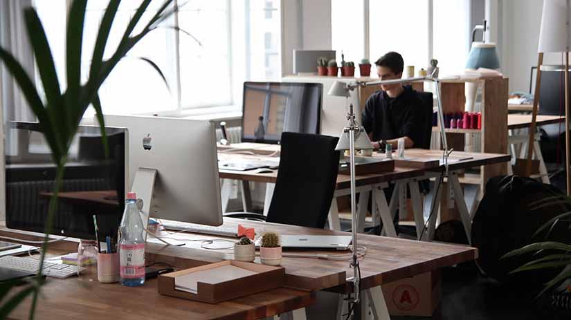 Aquí te explicamos qué son las TIC y lo fundamental que son para el entorno laboral hoy en día.